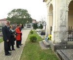 LokalnaHrvatska.hr Koprivnica Povodom blagdana Svih svetih i Dusnog dana polozeni vijenci na Gradskom groblju