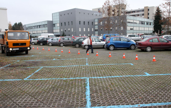Naplata parkiranja na Trgu dr. Tomislava Bardeka