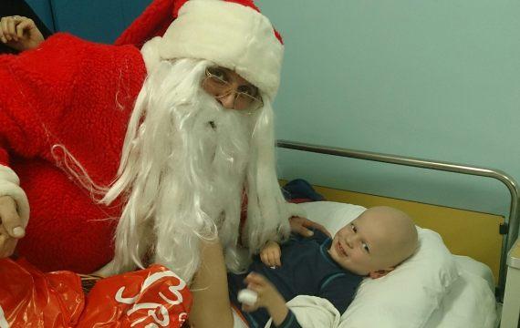 Djed Mraz obišao male pacijente u koprivničkoj bolnici