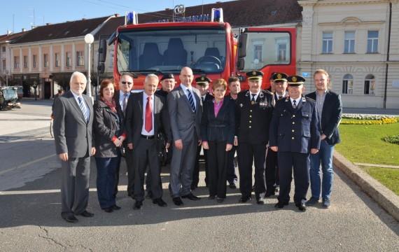 Gradu Koprivnici uručeno višenamjensko vatrogasno vozilo