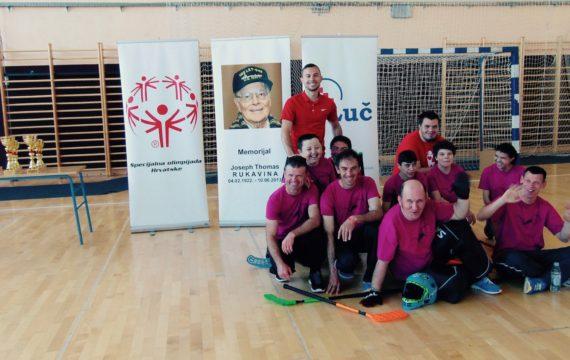 Članovi sportske udruge za osobe s intelektualnim teškoćama Veliko srce sudjelovali na  3. Memorijalnom floorball turniru