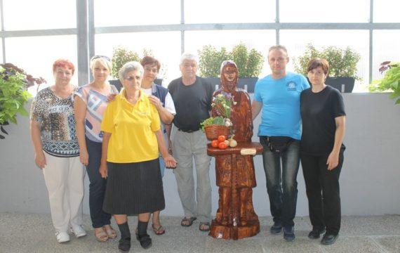 Na Gradskoj tržnici postavljena skluptura Biserke Santor u čast njenog dugogodišnjeg rada