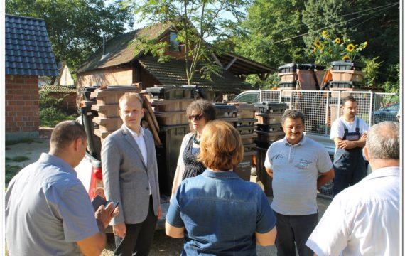 Mještani romskog naselja Žlebice dobili su posude za komunalni i biorazgradivi otpad