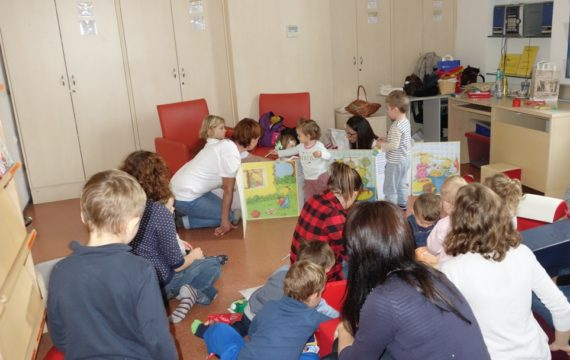 Discussion for babies and young children on dental hygiene