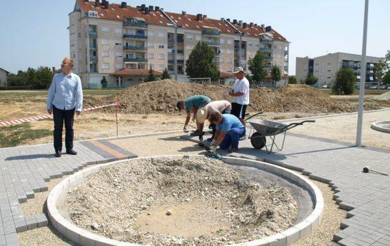 Gradonačelnik obišao radove na izgradnji pješačke staze i javne rasvjete u stambenoj zoni Lenišće B-5