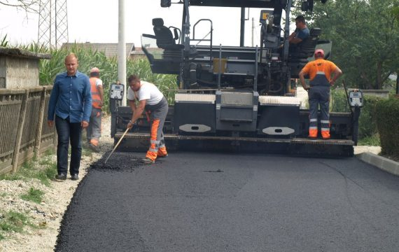 The Mayor visited the works on asphalting the pavement in Ratarska Street