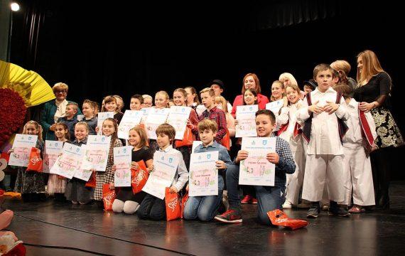 Učenici 3. razreda COOR Podravsko sunce i 2.a razreda OŠ A. N. Gostovinski dobitnici priznanja Naj dječjeg djela