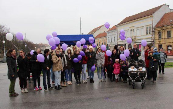 Koprivnički Palčići i njihovi roditelji obilježavaju dan svjesnosti o prijevremenom rođenju