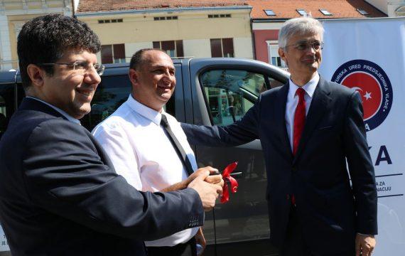 Udruga Roma Korak po korak dobila kombi vozilo