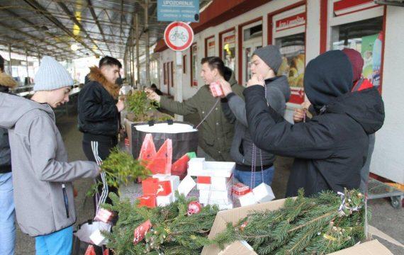 Unikatni božićni ukrasi na Koprivničkom placu