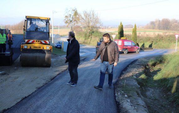 Gradonačelnik obišao radove prve faze asfaltiranja Bilogorske ulice u naselju Bakovčica