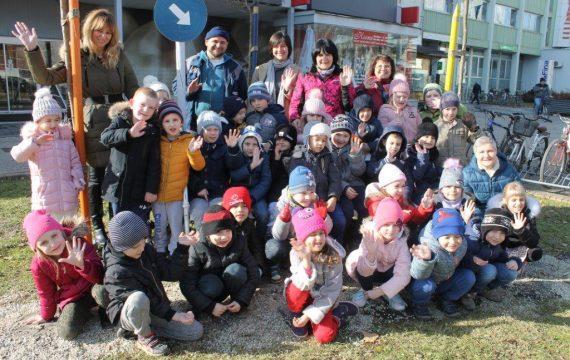 Park prijateljstva dobio eko-hranilice za ptice
