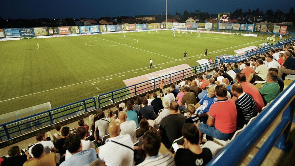 Gledatelji na gradskom stadionu Ivan Kušek Apaš